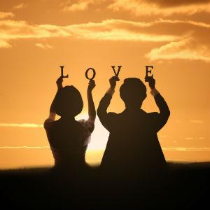 性格互补VS性格相似,哪种爱情更长久?